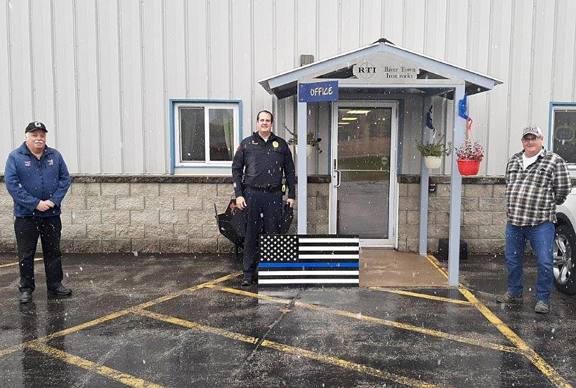 By Correne MartinThe Vietnam Veterans of America and River Town Ironworks, in Prairie du Chien, recently donated a metal Back the Blue flag to the Prairie du Chien Police Department in a gesture of support for local law enforcement. The flag is displayed at the law enforcement center....
